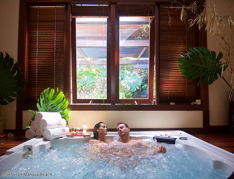 hotel-manava-beach-resort-jacuzzi