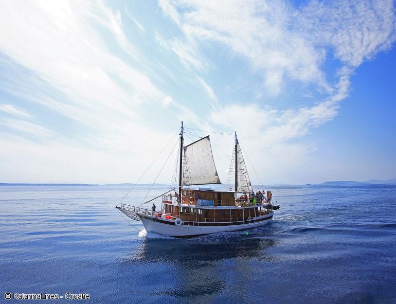 Croisi re randonn e en croatie pour d couvrir les perles for Cuisinier bateau
